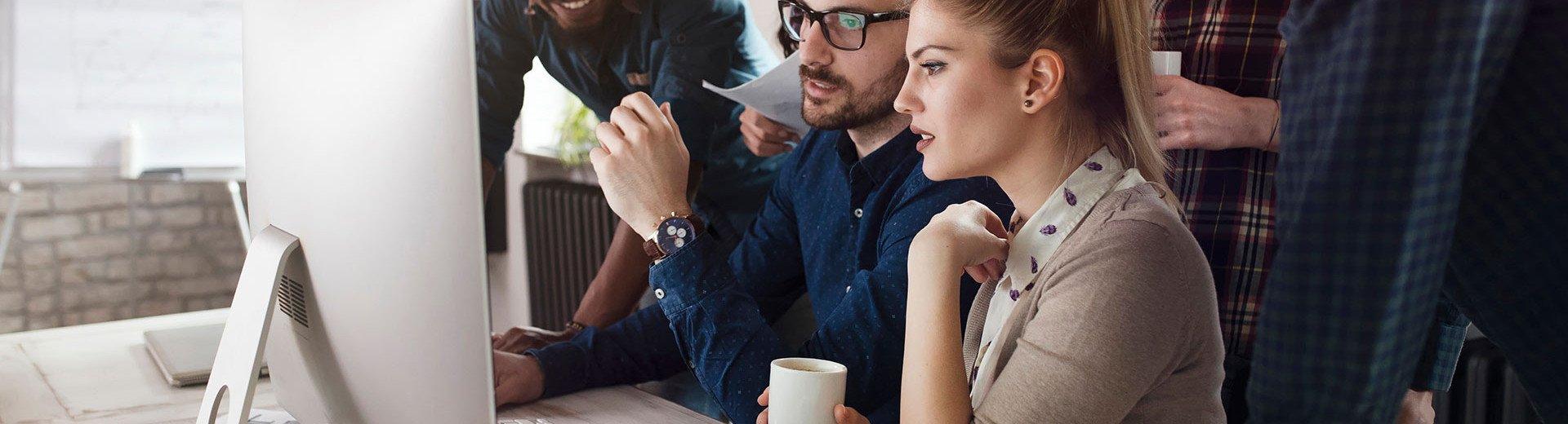 Okładka artykułu Profil zespołowy na Dribbble — Wsparcie biznesowe czy strata czasu?