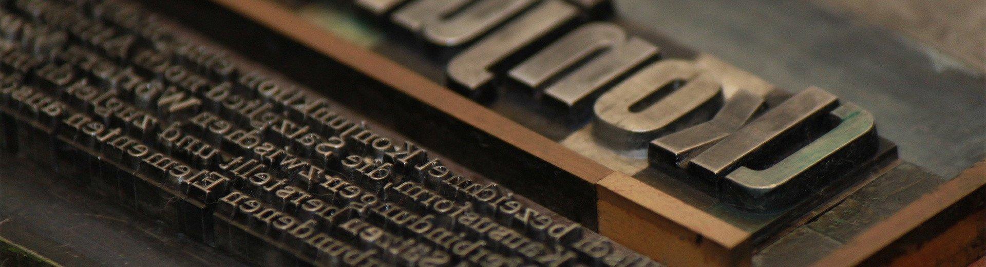 Okładka artykułu Materiały wprowadzające książki — Jak zaprojektować dedykację, motto, przedmowę lub podziękowania?
