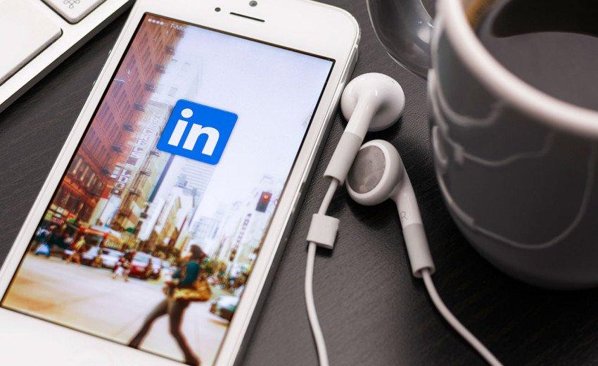 Okładka artykułu Projektant graficzny na LinkedIn — Jak profesjonalnie i skutecznie prowadzić profil osobisty w serwisie? Część 2