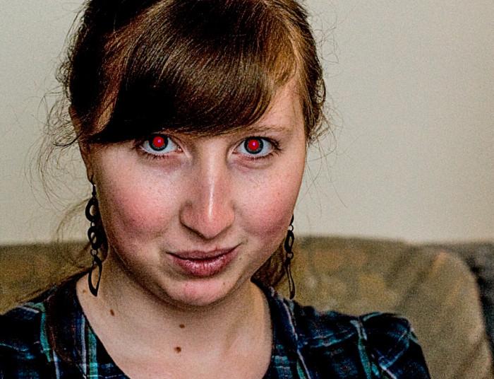 jak zredukowac efekt czerwonych oczu w photoshopie