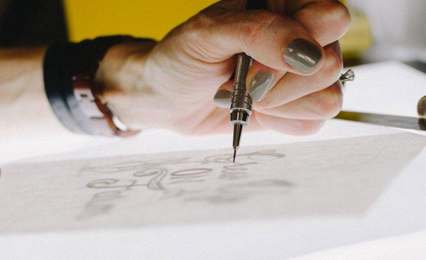 Okładka artykułu Logo brief — Jakie pytania zadać przed rozpoczęciem projektowania?