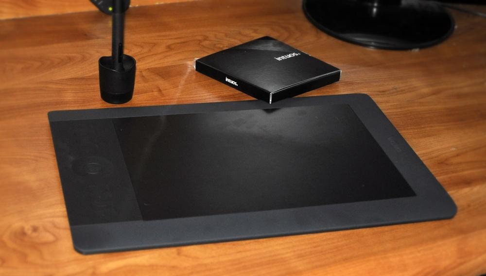 Tablet Intuos5 na moim biurku