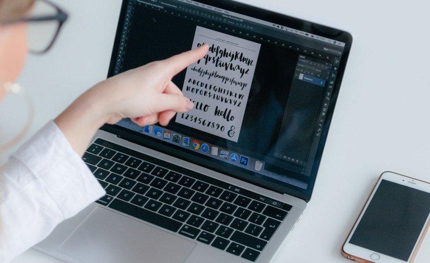 Okładka artykułu W pułapce darmowych fontów — Na co zwrócić uwagę dobierając odpowiedni krój?