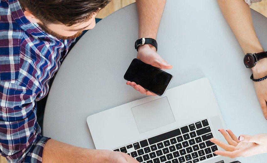 Okładka artykułu Najtrudniejszy klient — Twój przyjaciel — O tym jak pracować z bliskimi