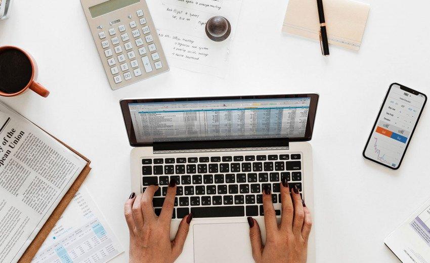 Okładka artykułu Płatne fonty w projektach — Jak z nimi pracować?