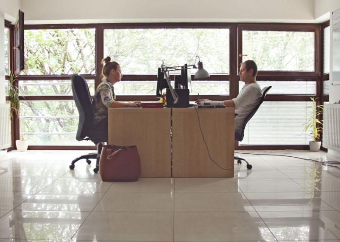 Projektanci Papajastudio podczas pracy w siedzibie agencji