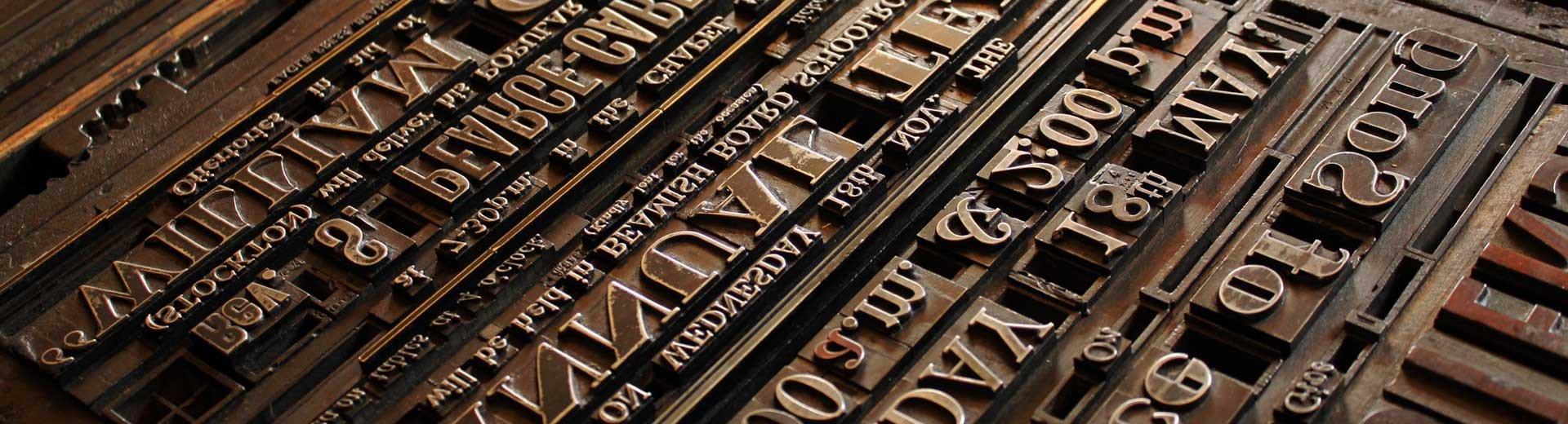 Okładka artykułu Krótka historia pisma — Jak zmieniały się kroje na przestrzeni epok?