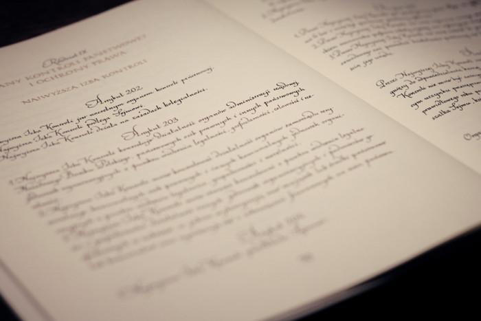 piekno-kaligrafii-w-polskiej-konstytucji-wywiad-z-ewa-landowska02