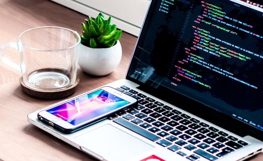 Okładka artykułu Adobe XD i współpraca z koderami — Jak przekazać pliki programiście?
