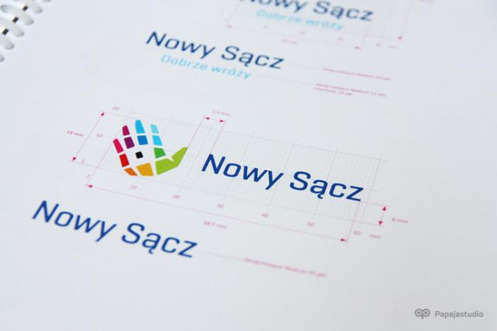 Konstrukcja logo w Księdze Znaku miasta Nowy Sącz