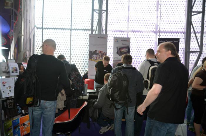 Tłumy przy stoisku Graficzne.pl w kolejce do testowania nowego Cintiq 13HD