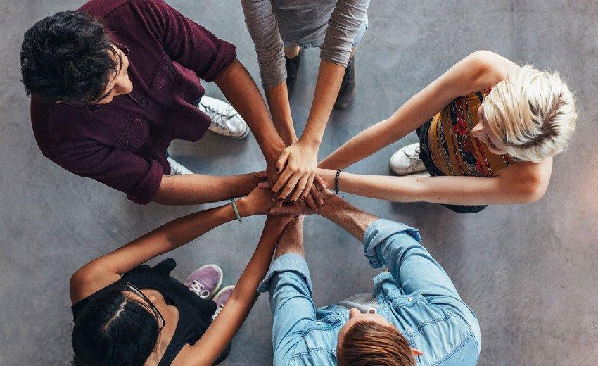 Okładka artykułu Jak poprawić atmosferę w pracy? — Zwiększ zaangażowanie Twojego zespołu