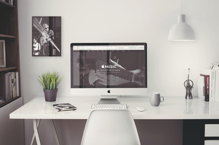 free-imac-5k-retina-27-inch-home-office-mockup