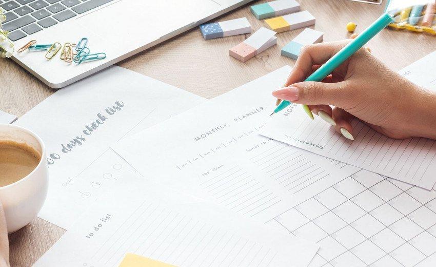 Okładka artykułu A może by tak… — Postanowienia noworoczne projektanta