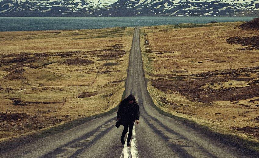 """Okładka artykułu Mistyczne pustkowia Islandii — Finałowa odsłona Kolekcji """"Disconnect"""" by Fotolia  ze zdjęciami Théo Gosselina"""
