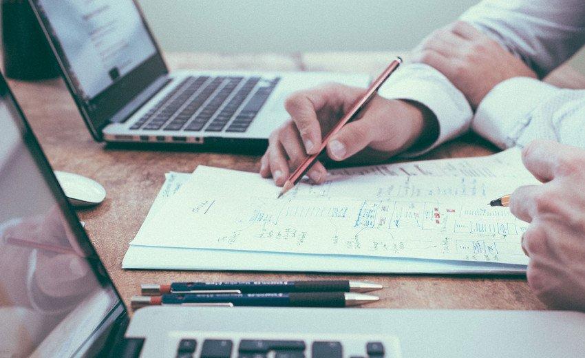 Okładka artykułu Błędy poznawcze w UX — Jak wykorzystać je w projektowaniu?