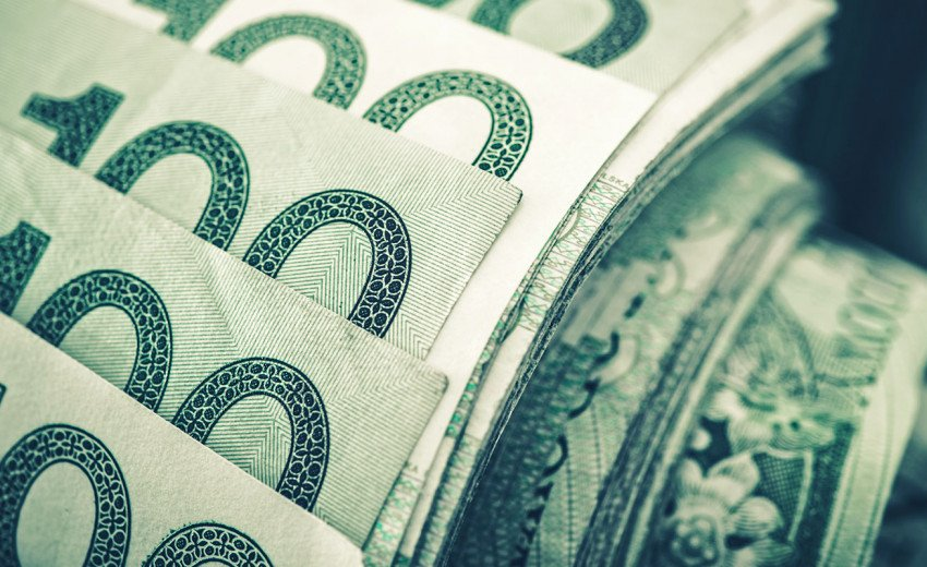 Okładka artykułu Ile zarabia grafik komputerowy prowadzący działalność gospodarczą — Przegląd wynagrodzeń projektantów graficznych na 2021 rok