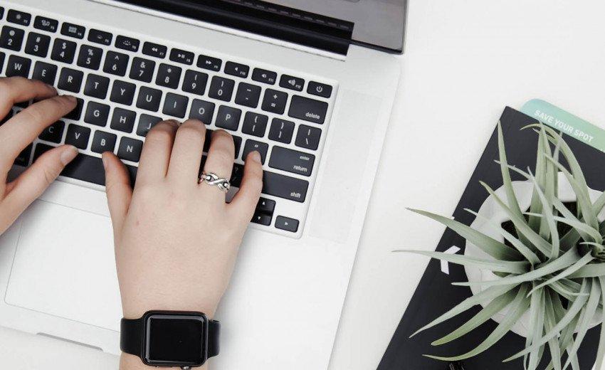 Okładka artykułu Trendy w projektowaniu stron internetowych — Drugi kwartał 2018: material design 2.0, ilustracje, nietypowe fonty i nawigacja z boku