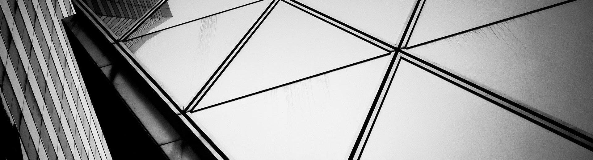Okładka artykułu Znaczenie i odbiór barwy czarnej — Kolory w projektowaniu