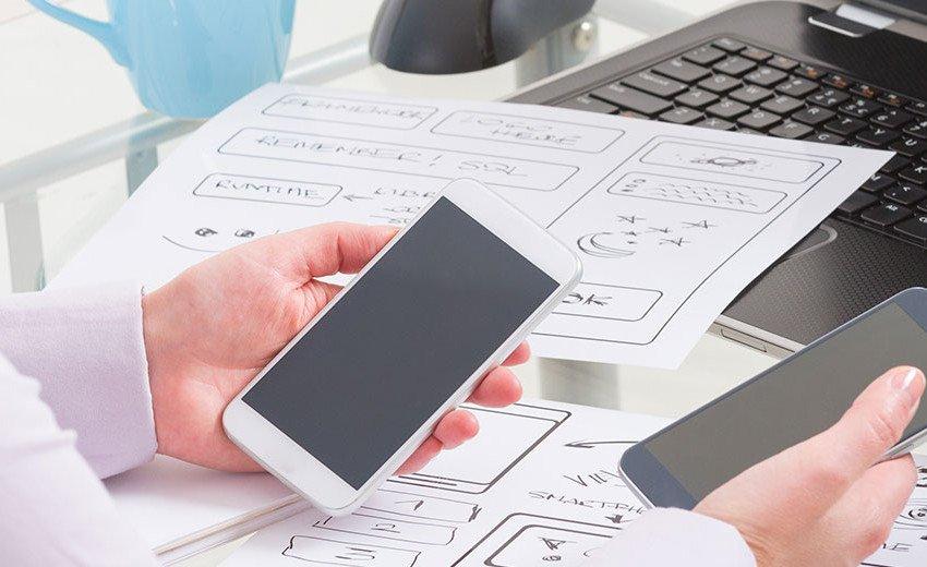 Okładka artykułu Design responsywny a adaptacyjny — Który jest lepszym wyborem dla projektantów?