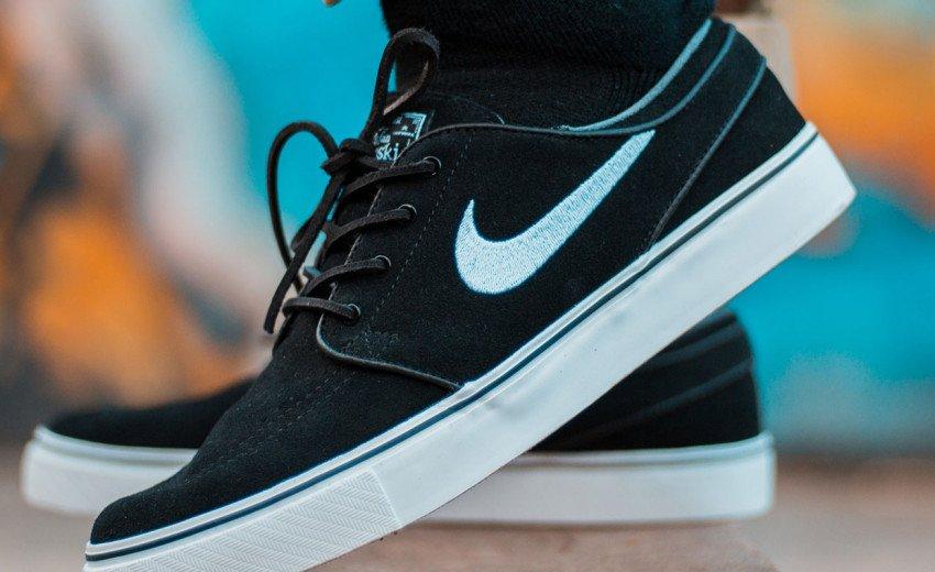 """Okładka artykułu Nike – otyły symbol konsumpcjonizmu — Historia powstania znaku """"swoosh"""""""