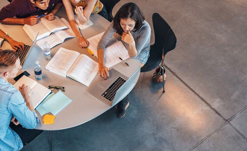Okładka artykułu Gdzie studiować grafikę? — Przegląd ofert polskich uczelni na 2018 rok