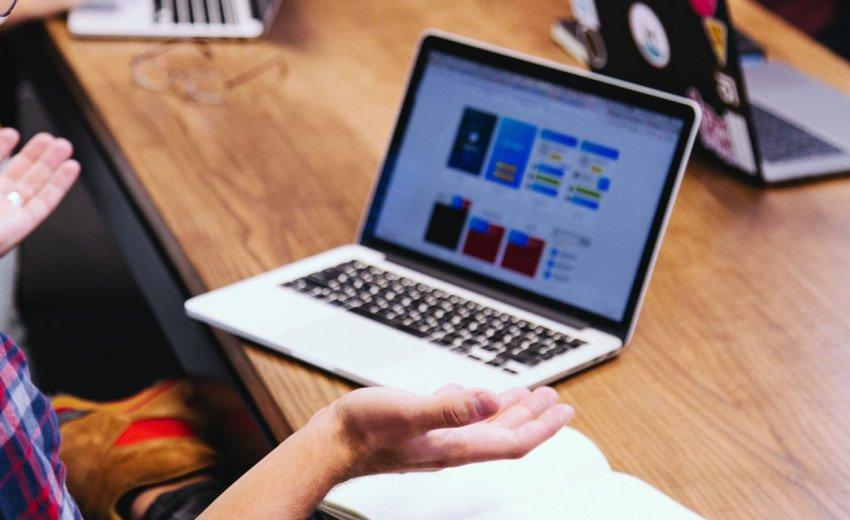 Okładka artykułu Design system w projektowaniu stron internetowych — Czym jest, do czego służy i czy zawsze warto go tworzyć?
