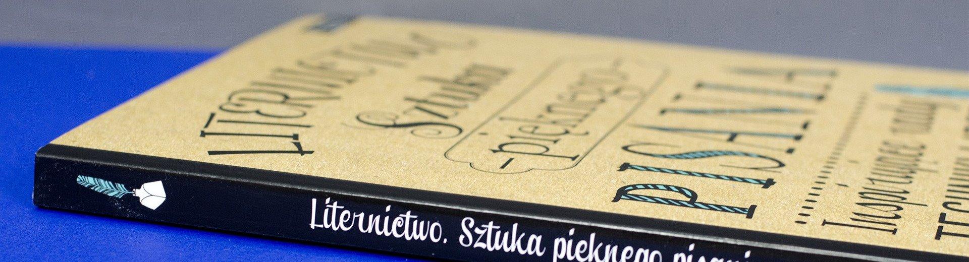 """Okładka artykułu """"Liternictwo. Sztuka pięknego pisania"""" — Recenzja książki G.J. Kirkendall, L. Lavender, J. Manwaring, S.L. Panczyszyn"""