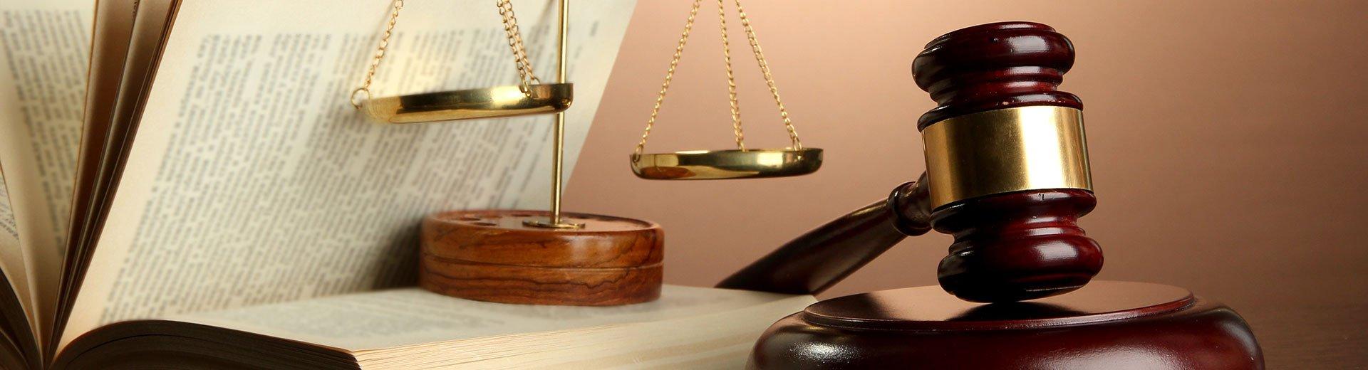 Okładka artykułu Umowy prawnoautorskie w pracy grafika — Jakie typy umów możesz podpisać?