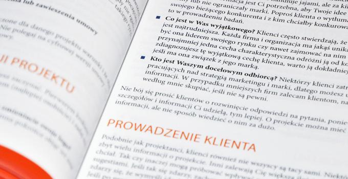 Obszerny rozdział dotyczący komunikacji z klientem
