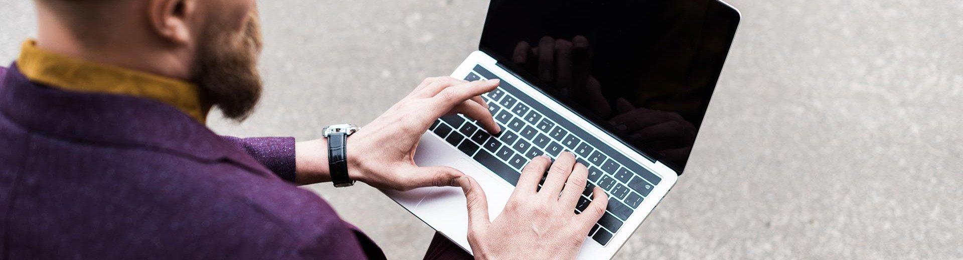 Okładka artykułu Jak pracować mniej i zarabiać więcej? — Kilka słów o kursach Jacka Kłosińskiego