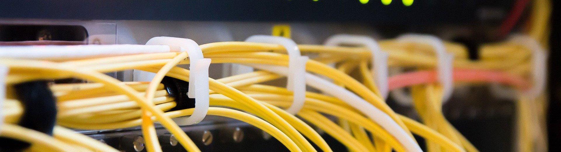 Okładka artykułu Jak wybrać najlepszy hosting, kiedy nie masz pojęcia o serwerach? — Przyjazny przewodnik dla laika