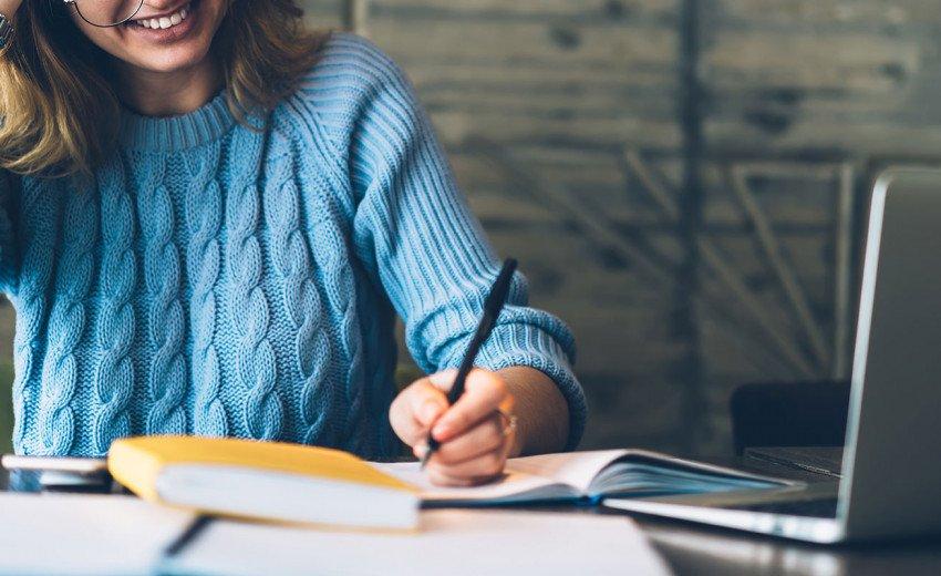 Okładka artykułu O małych tekstowych zmianach w wielkich (nie tylko) UXowych projektach — Krótka lekcja psychologii