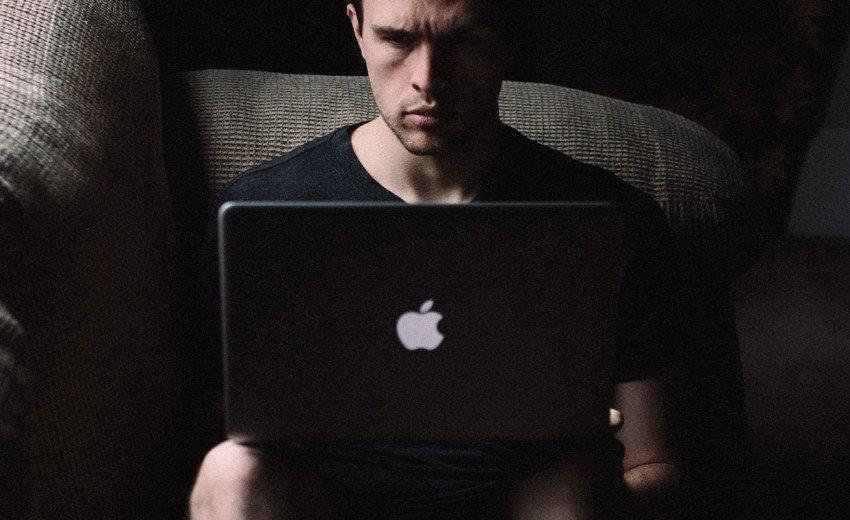 Okładka artykułu Robić albo nie robić – oto jest pytanie… — O etyce zawodowej grafika